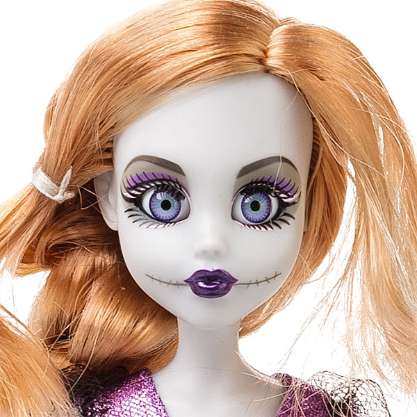 1461_once_upon_a_zombie_dolls_rapunzel_detail